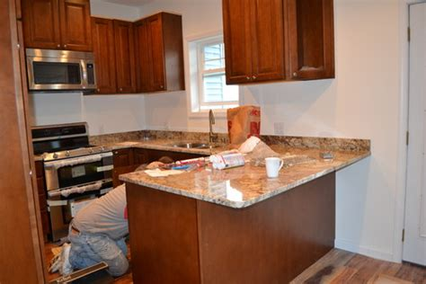 how high should kitchen cabinets be from countertop kitchen cabinets too high