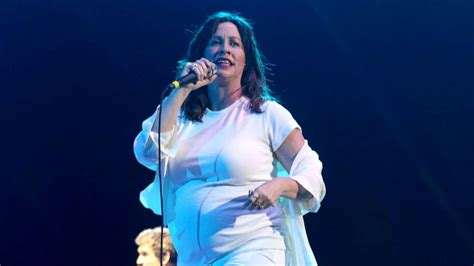 Alanis Morissette talks postpartum depression and what she ...