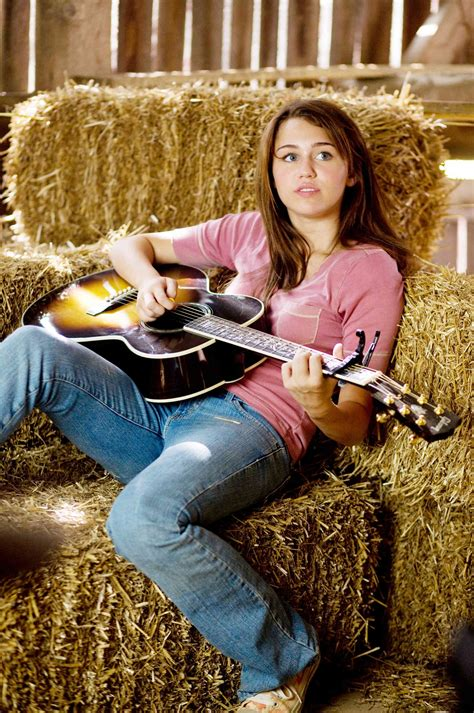 Fresh 'Hannah Montana: The Movie' Stills Share More of ...