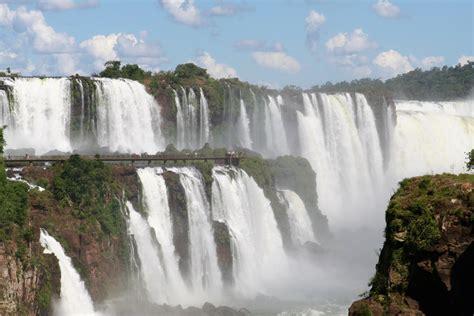 staring   devils throat  iguazu falls
