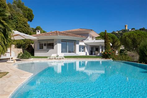 Cannes is a city located on the french riviera. Ad Sale Villa Cannes (06400), 6 Rooms ref:V5292CA