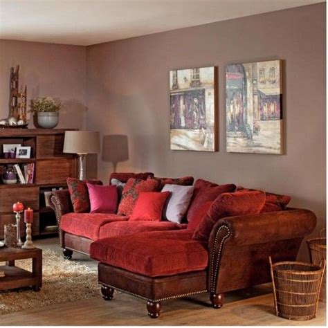 neutral wall color with a red undertone looks great with