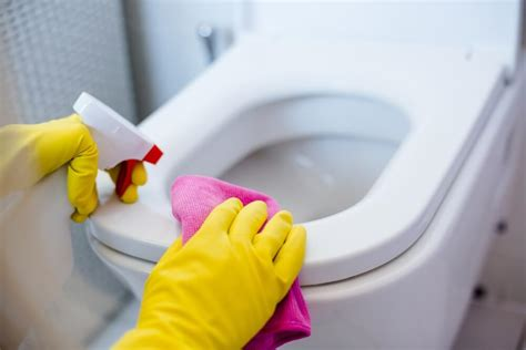 cleaning the tub cleaning bathroom ways you clean your bathroom wrong