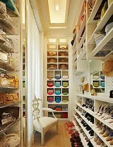 Begehbarer Kleiderschrank Regale : begehbarer kleiderschrank planen 50 ankleidezimmer schick einrichten ~ Sanjose-hotels-ca.com Haus und Dekorationen