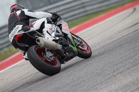 Review Aprilia Rsv4 Rf by 2017 Aprilia Rsv4 Review Rf And Rr 17 Fast Facts