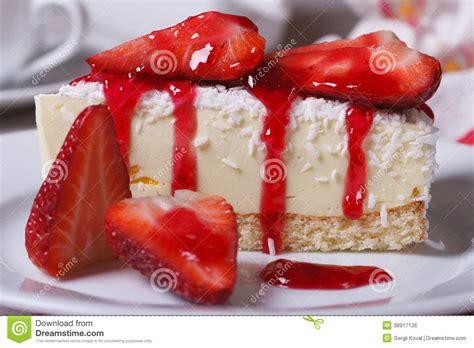 g 226 teau au fromage de dessert avec les fraises fra 238 ches photo stock image 38917126