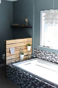 DIY Pallet Bathroom Storage