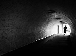 Hell Und Dunkel Kontrast : eine silhouette mit nat rlichem licht fototv ~ Lizthompson.info Haus und Dekorationen