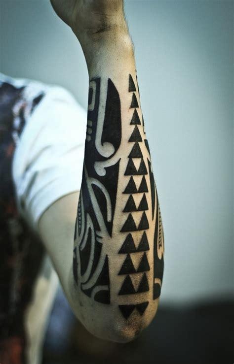 tattoo auf unterarm  coole ideen fuer maenner und frauen