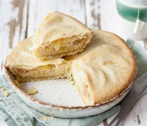 tarte normande aux pommes et aux amandes la recette de julie andrieu