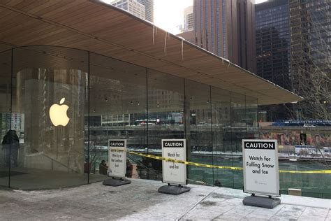 apple s flagship chicago retail store wasn t designed to handle snow the verge