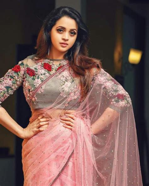 Bhavana Hot Navel Photos And Videos Malayalam Actress