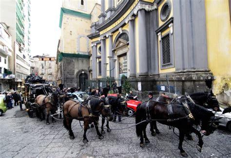 carrozze con cavalli trasporti con carrozze e cavalli reale napoli