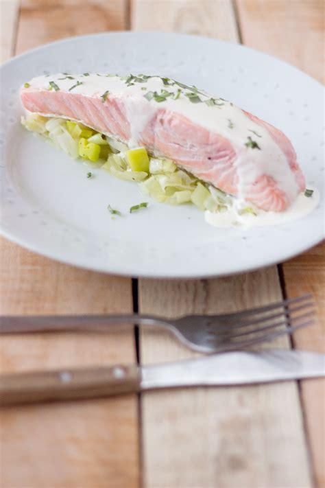 pavé de saumon en papillote pav 233 de saumon en papillote sauce 224 l estragon