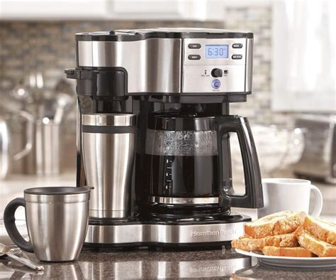 Most single serve coffee makers offer the choice of cup size and brew strength, so even the pickiest user can get good coffee he or she craves for. Single Serve & Full Pot Coffee Maker | DudeIWantThat.com