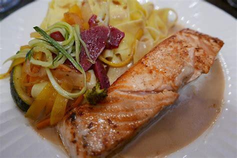 saumon cuisine fut馥 saumon et tagliatelle