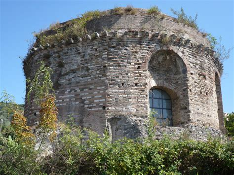 Ancient tower in Tivoli, Italy wallpapers and images ...