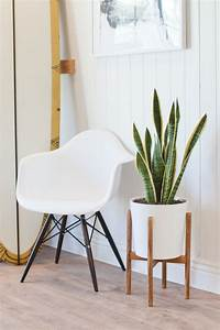 How to Build a Mid-Century Inspired Plant Stand that Looks