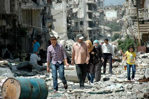 Syria rebels 'negotiating Homs withdrawal' amid clashes in