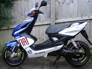 Moped 50ccm Yamaha : yamaha aerox yq 50cc scooter valentino rossi special ~ Jslefanu.com Haus und Dekorationen