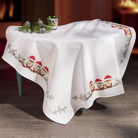 Tisch Mit Tischdecke by Tischdecke Weihnachts Eulen