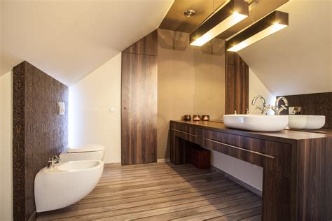 bano clasico moderno  suelo de madera fotos