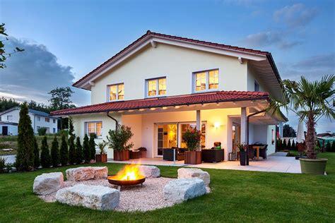 Moderne Häuser Und Gärten by Ein Massives Einfamilienhaus Im Mediterranen Stil Mit