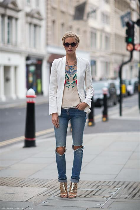 What To Wear With Ripped Jeans 2018   FashionGum.com