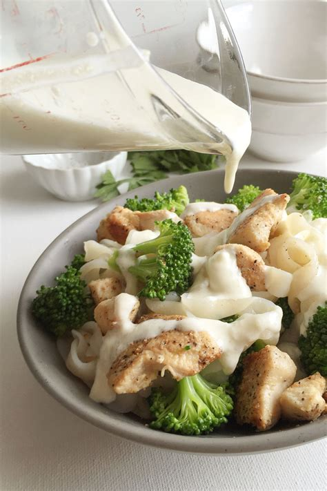 cooking light alfredo sauce healthy chicken broccoli fettuccine alfredo recipe