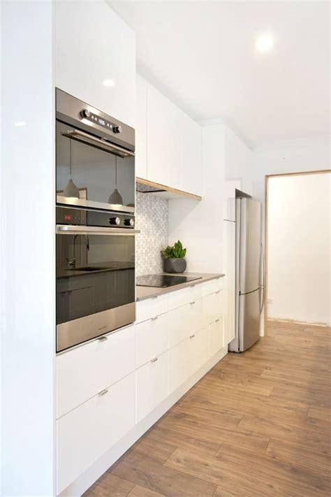 ikea white kitchen cabinets koelkast ombouw homease 7473