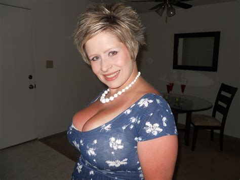 D3  In Gallery Hot And Busty Mom Picture 2 Uploaded