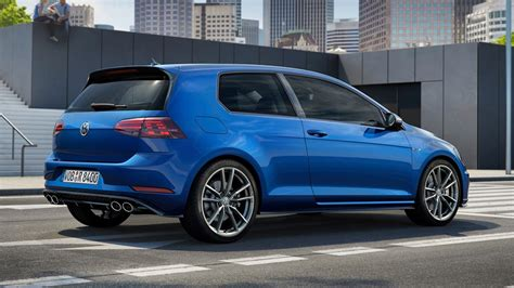 Vw Golf Type R by 2018 Golf R Vs 2018 Type R Battle Of The Fast Small Cars