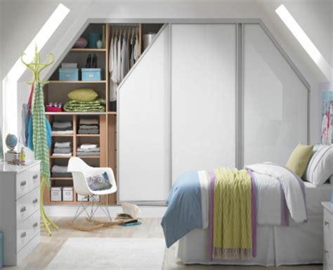 chambre sous comble decoration chambre comble avec mur inclin chambre vive et
