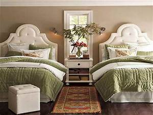 Bedroom cool twin bed design ideas designer bedroom for Twin bed ideas