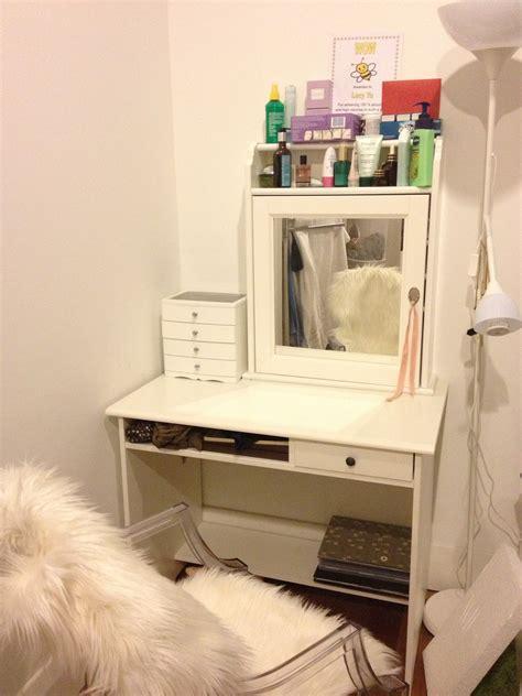 DIY Makeup Vanity Ideas for Bedroom