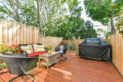 The city of toronto defines three official neighbourhoods as having boundaries with roncesvalles avenue. 279 Roncesvalles Avenue Toronto / 279 Brookdale Avenue: Semi-Detached 2-Storey For Sale ...