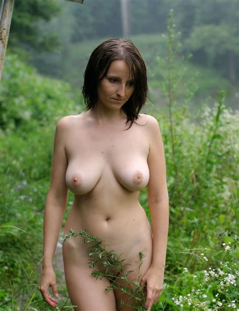 Naked Girl Posing In The Rain Outdoors Russian Sexy Girls