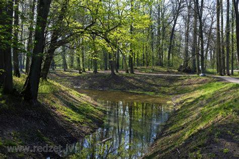 Elejas muižas parks un dīķis pavasarī - Elejas pagasts ...