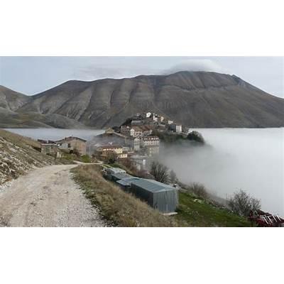 File:Castelluccio Monte Vettore.jpg - Wikipedia