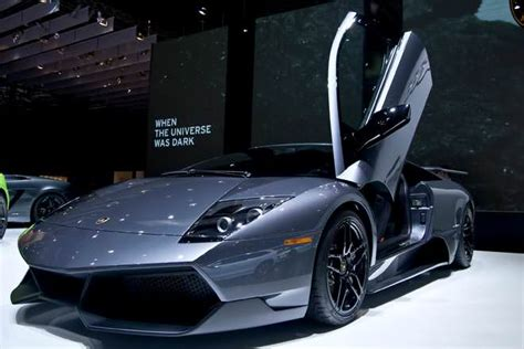 Pictures Of Lamborghinis And Ferraris by Vs Lamborghini Difference And Comparison Diffen