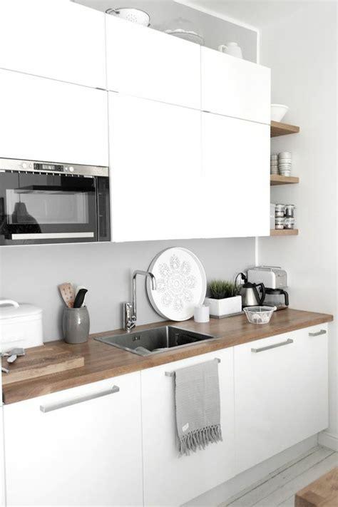 cuisine blanche contemporaine 2 cuisines blanche avec sol en bois clair meubles blanches