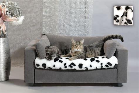 pipi de chien sur canapé en tissu les 25 meilleures idées concernant coussin pour sur