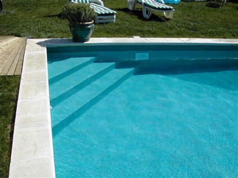 escalier de piscine constructeur piscines castor bleu
