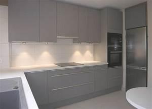 carrelage pour cuisine blanche decoration couleur With sol gris clair quelle couleur pour les murs 7 cuisine blanche mur bleu canard