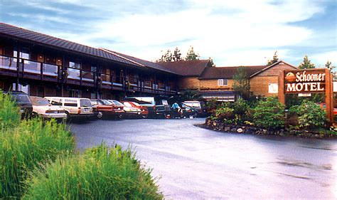 schooner motel tofino canadian affair