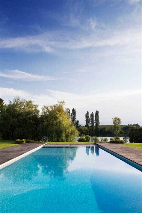 dazzling modern swimming pool designs  ultimate backyard refreshment