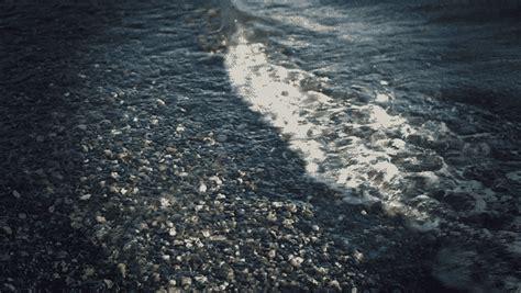 mesmerizing cinemagraphs  moving water  evoke lazy