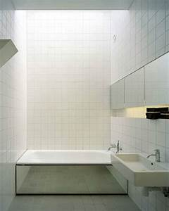 Du carrelage blanc dans la salle de bain c39est zen for Carrelage adhesif salle de bain avec mur lumineux led