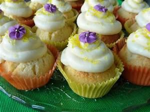 Cupcakes Mit Füllung : lilikoi cupcakes mit cream cheese frosting mit maracuja f llung ~ Eleganceandgraceweddings.com Haus und Dekorationen