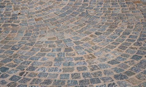 Pavimentazione Cortili Esterni by Pavimenti In Pietra Naturale Per Esterni Cortili E
